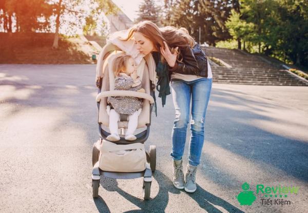 Gợi ý sử dụng xe đẩy cho bé đúng cách